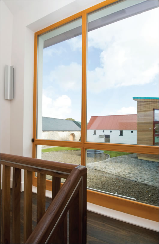 The custom made Czech windows are triple-glazed with an argon fill. Due to their size and weight, the fitting of the windows was one of the biggest challenges of the project