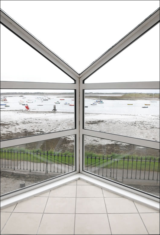 The glazed curtain walling with a centre-pane U value of 1.2 W/m2K provides excellent views over the harbour to the north, and over the tennis courts to the south