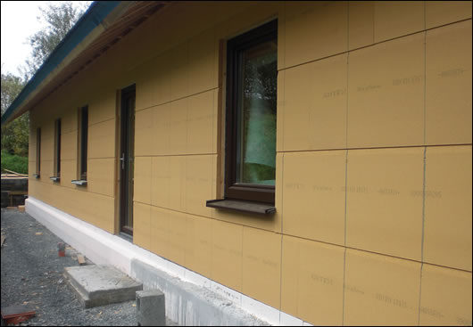 Ecological Building Systems supplied the Gutex Ultratherm woodfibre insulation that insulates the house externally