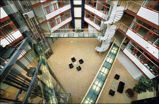 The large glass-covered five-storey atrium forms the centre of the building and provides ventilation and natural light, as well as acting as an informal meeting place